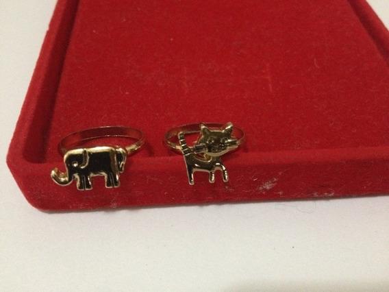Dois Aneis Com Pingente Gato E Elefante Foleado Ouro, 2cm