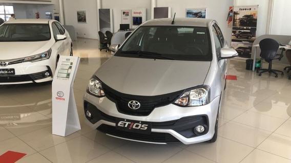 Toyota Etios // 2020 5p Xls At