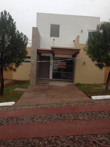 Hermosa Casa Estilo Modernista En Venta Ubicada En Vista Real !!