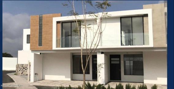 Casa En Venta En El Refugio # 19-517 Jl