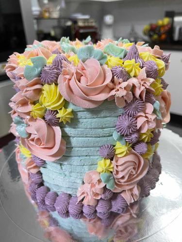 Torta Alta Floral Vainilla, Manjar, Chantilly Y Buttercream