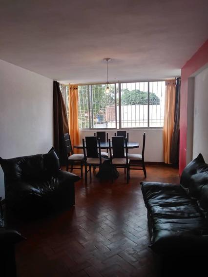 Apartamento Semiamoblado/ Pueblo Nuevo