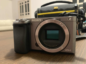Sony Alpha A6000 + Lente E-mount 35mm 1.8 + Flash Nissin I40