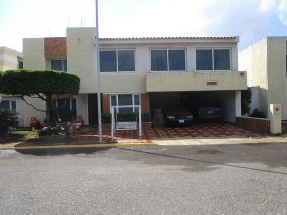 Townhouse En Alquiler. Doral Norte. Mls 20-665.
