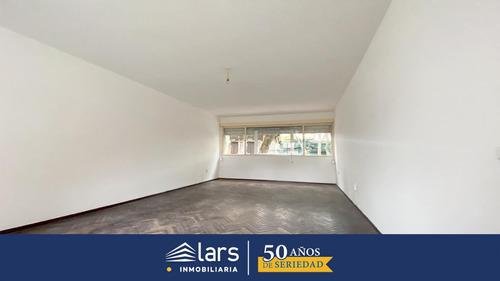 Apartamento En Alquiler / Tres Cruces - Inmobiliaria Lars