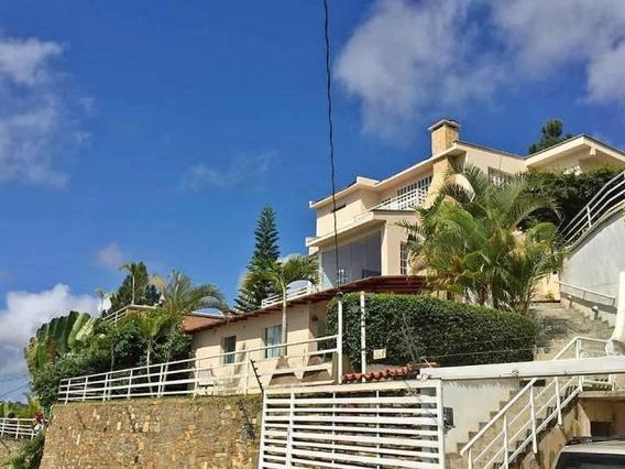 Bella Y Amplia Casa Quinta En Conjunto Cerrado Hatillo