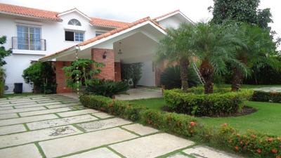 Villa, Juan Dolio, 4 Hab, 4.5 Bañ, 900 M2 Const, 12 Parqueos