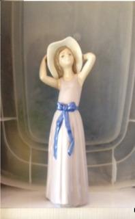 Escultura Lladro: Muchacha Con Pamela