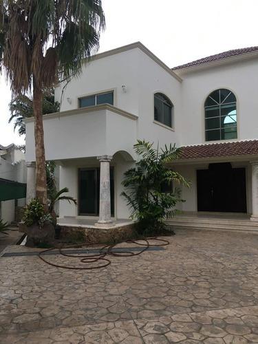 Hermosa Residencia Zona Norte