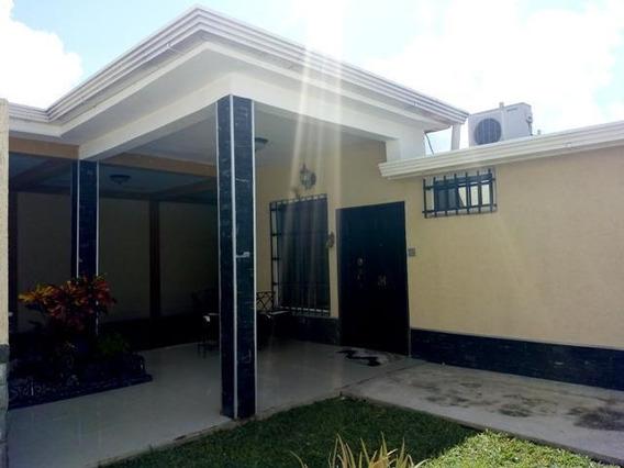 Casa En Venta Urb Corinsa Cagua Cod. 19-19539