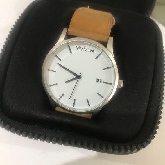 Reloj Mvmt Caballero Color Blanco