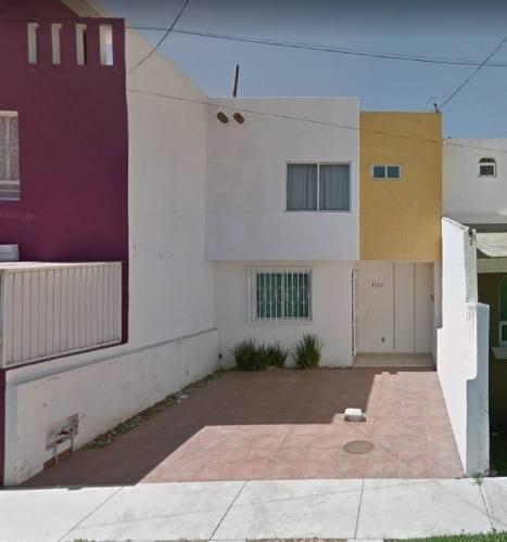 Se Vende Casa En Col. Jardines Del Valle, Zapopan, Jal.