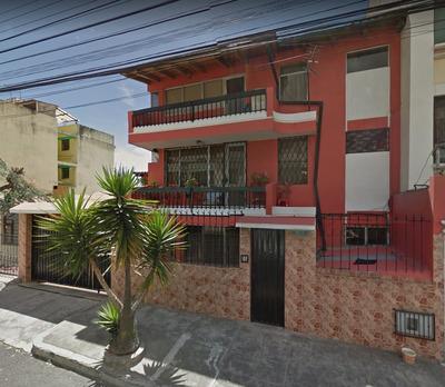 Casa Con 2 Departamentos Independientes Sector Norte Quito