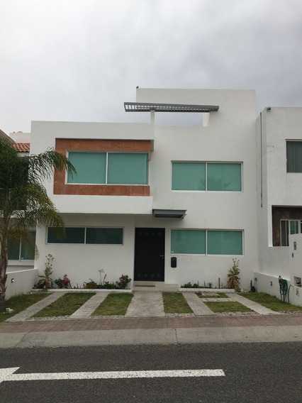 Casa En El Refugio, 3 Recamaras 1 Oficina.