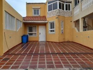 Townhouse En Venta Santa Fe Maracaibo Mls # 20-2857