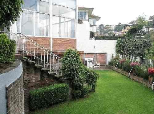 Casa Con 3 Recamaras Estudio 5 Bñs 5 Autos Alberca Y Jardín.