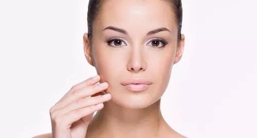 Fixador De Maquiagem 120ml E Gloss Labial Mulher Delineador