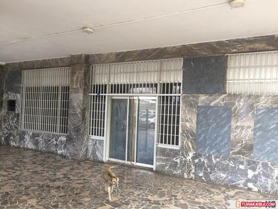Alquilo Local Comercial En C.c La Coromoto