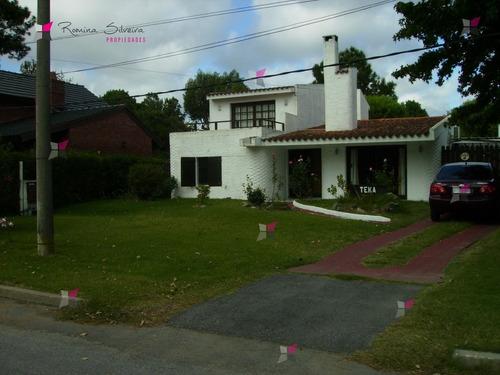 Casa En Mansa, 4 Dormitorios *- Ref: 7888