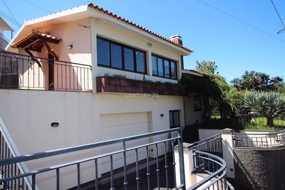 Excelente Moradia T4 Em Funchal. 01563