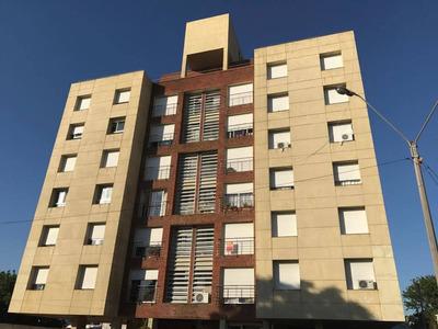 Con Ascensor, A 1 Y 1/2 De Playa Mansa-inmobiliaria Calipso