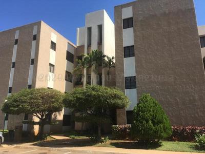 Venta De Apartamento En Av. Milagro Norte / Mls #21-779