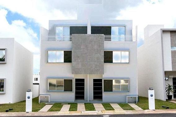 Casa En Venta En Cancun En Privada Sobre Av. 135