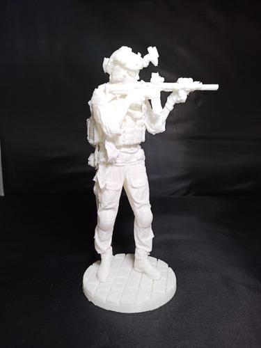 Soldado Moderno Con Arma, 20cm De Altura, Blanco