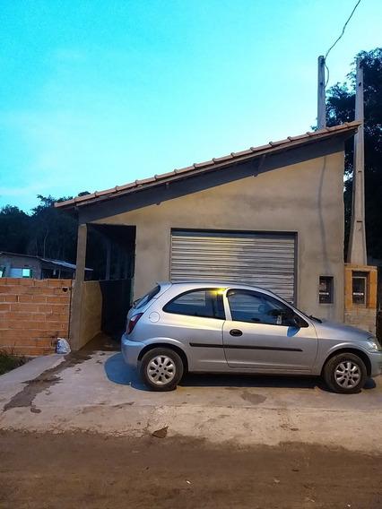 Casa Com Dois Quartos E Dois Banheiros ,área De Serviço.