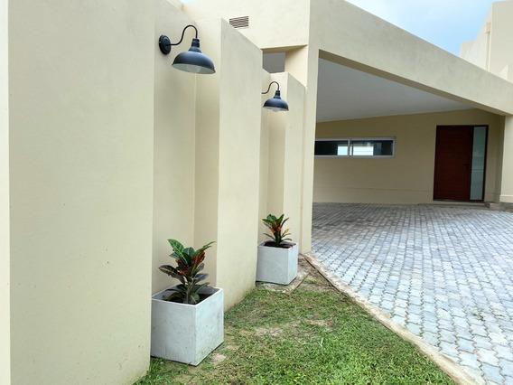 A Estrenar Amplia Casa En Cerro Azul