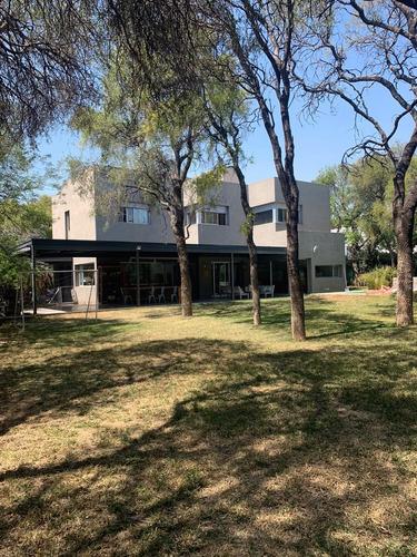 Casa En Venta - 4 Dormitorios - Country El Bosque