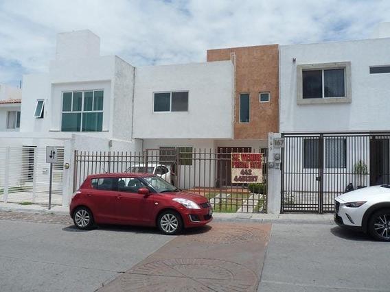 Se Vende Casa En Milenio Iii, 3 Recamaras, Jardín Grande, 170 M2 Terreno, Ganala