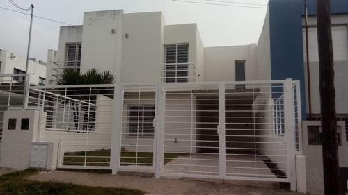Venta Duplex B° Lomas Del Chateau , Calle Paloma