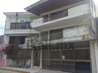 Renta Edificio De Oficinas Oficinas Centro Tuxpan Veracruz 3 Pisos. Ubicada En La Calle Lerdo De Tejada En La Colonia Centro De La Ciudad Y Puerto De Tuxpan Veracruz. En Planta Baja Cuenta Con 1 Baño