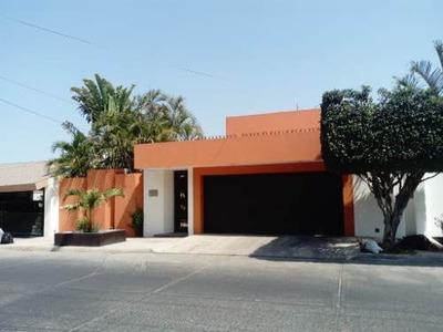 Bonita Casa En Venta En Colinas De San Miguel