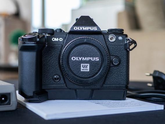 Camera Mirrorless Olympus Em5 Mkii Só Corpo Com Grip Hld-8g