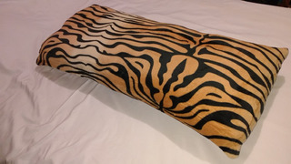Almohada Larga Tigre Animal Print 100% Abrazable Extra Suave