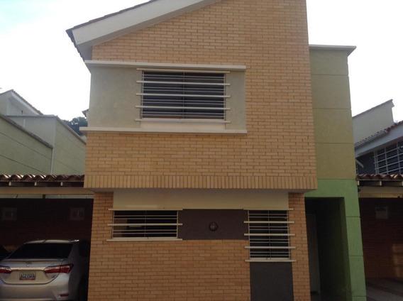 Townhouse En Venta El Parral Om 19-2568