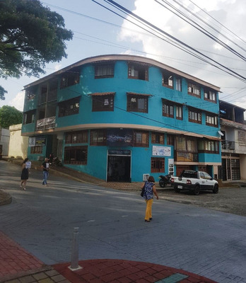Edificio Con Cinco Apartamentos Con Garaje Esquienero