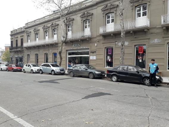 Local Comercial En Shopping Reus. Arenal Grande Y Democracia