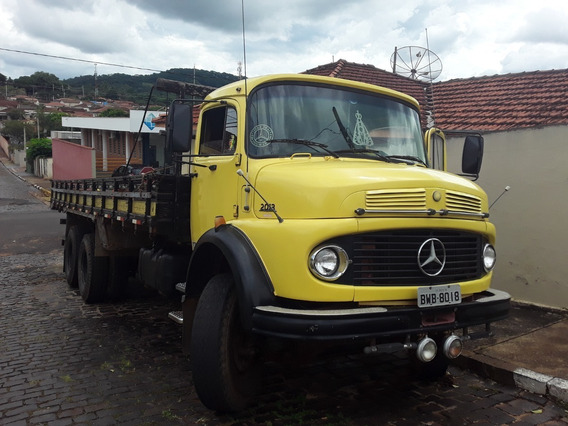 Caminhão Mercedes Bens 2013