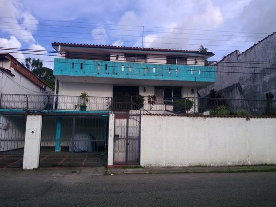 Casa De 5 Niveles Entre Barrio Obrero Y La Avenida Carabobo