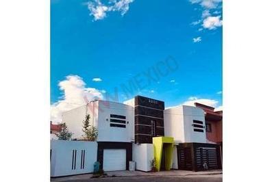 Casa A La Venta Con Alberca En Interior En La Zona De La Av. Tecnologico