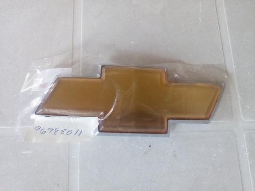 Emblema Corbatin Tapa Maleta Chevrolet Aveo Lt 11/15