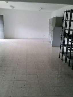 Vendo Excelente Sala Comercial Com 120m² E 2 Vagas Na Rua Teresa Petropolis Rj - Slc01