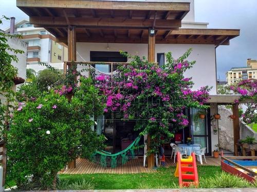 Imagem 1 de 15 de Casa A Venda Com 3 Quartos No Bairro Coqueiros Em Florianopolis. - V-81582