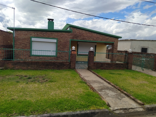 Casa De 2 Dormitorios Con Amplio Fondo Pan De Azúcar