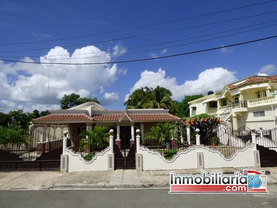 Hermosa Casa En Cotui De Venta.