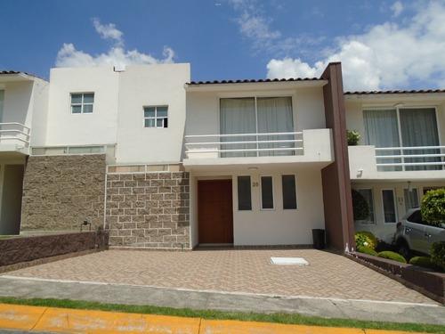 *hermosa Casa En Privada Con Amplias Áreas Verdes Y Jardines*