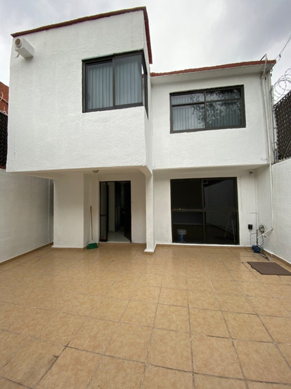 Se Renta Casa De 2 Pisos 4 Recámaras, Patio Y Jardín